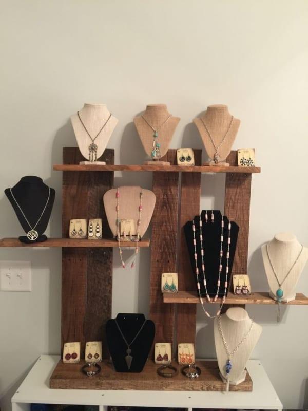 expositor de madeira para loja de bijuterias