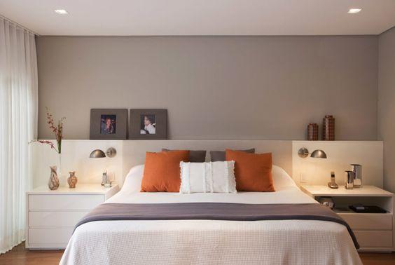 quarto de casal com parede cinza