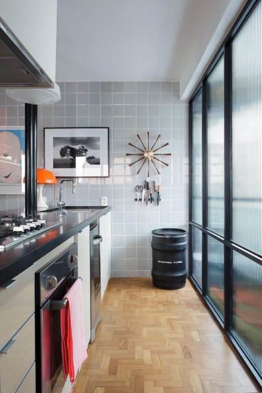 cozinha com revestimento cinza claro