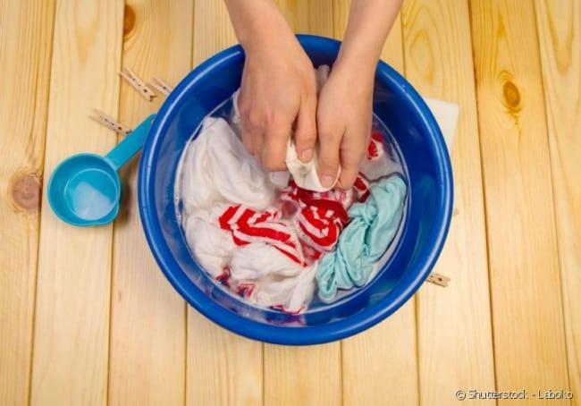 passo a passo para lavar roupa na mao