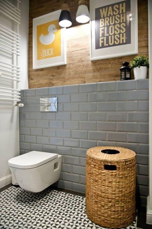 banheiro com azulejo de metro cinza