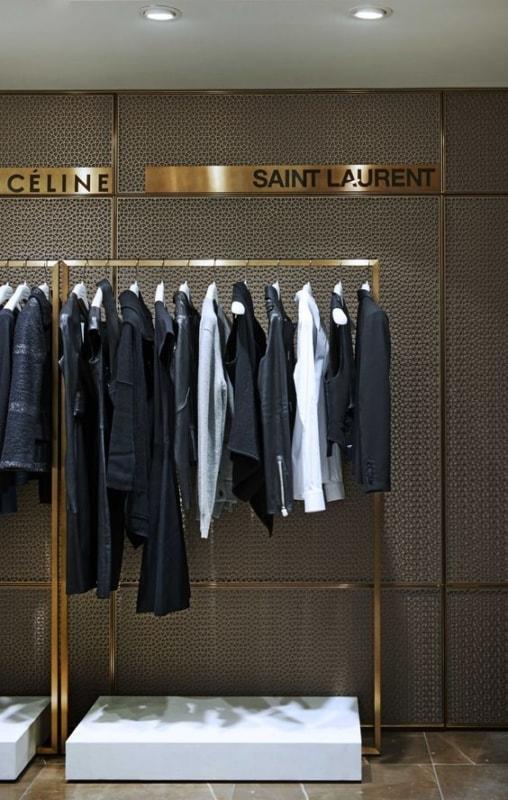 expositor moderno para loja de roupas
