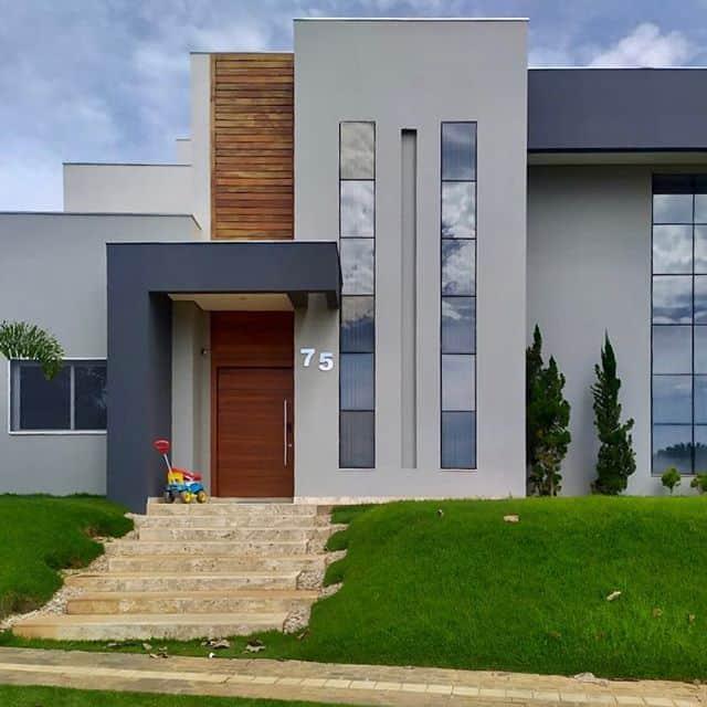 fachada de casa moderna com pintura em tons de cinza