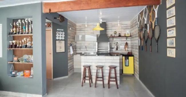 area da churrasqueira com pintura em cinza escuro