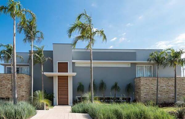 fachada de casa moderna pintada de cinza