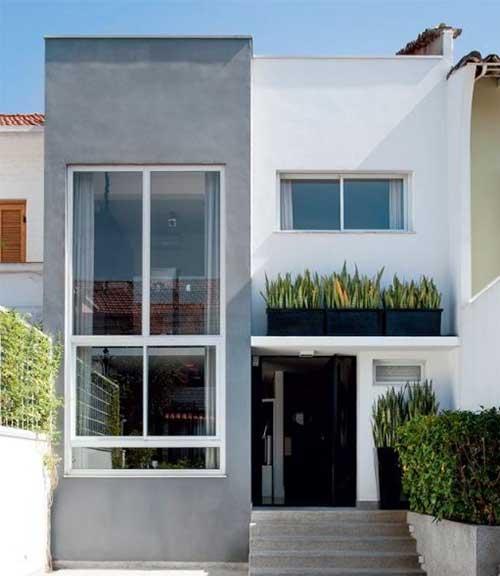 fachada de sobrado moderno com pintura em cinza e branco