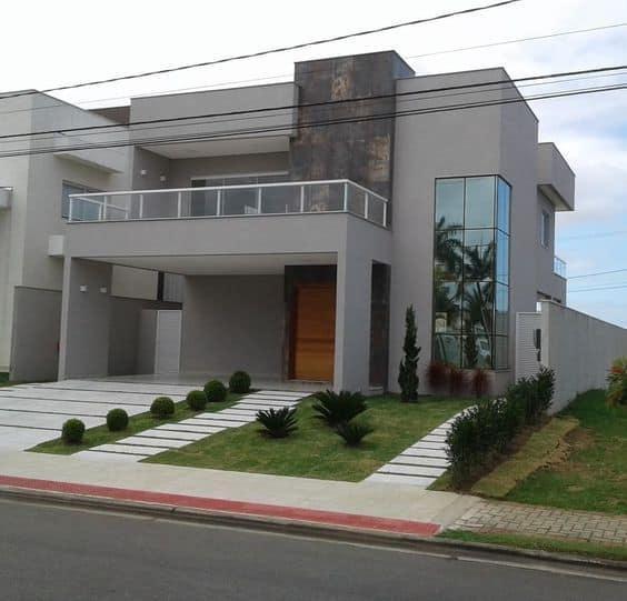 fachada de casa moderna cinza com telhado embutido
