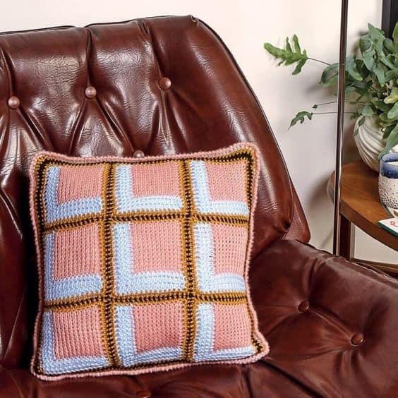 almofada decorativa de croche tunisiano