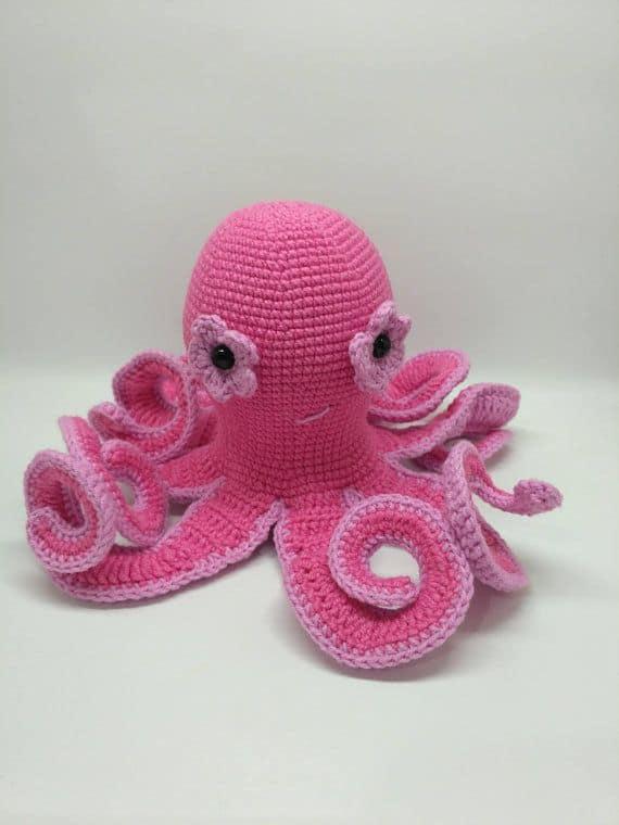 modelo de polvo amigurumi rosa