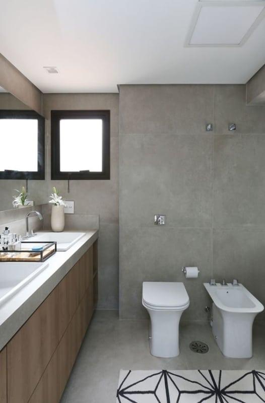 banheiro com porcelanato acetinado cimento queimado