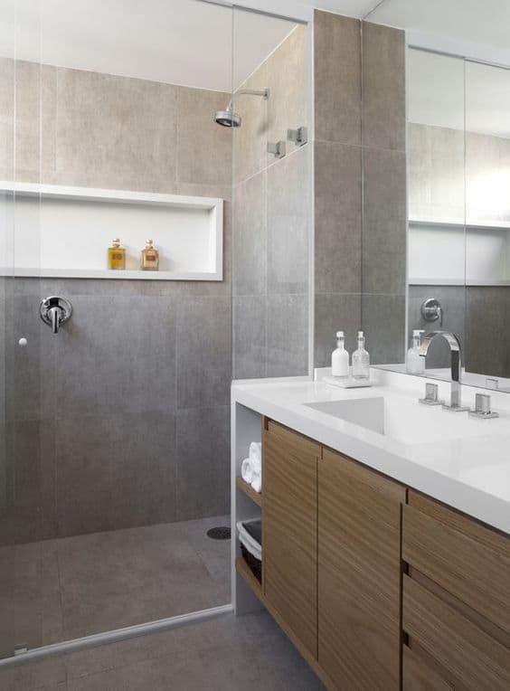 piso porcelanato cimento queimado em banheiro