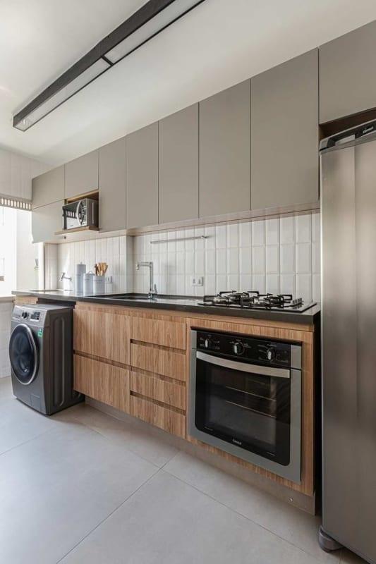 cozinha pequena com porcelanato cimento queimado