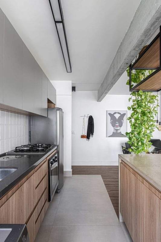 cozinha americana com piso porcelanato cimento queimado