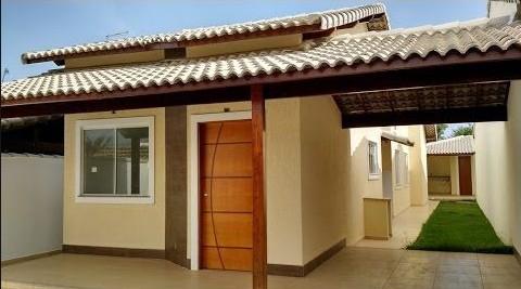casa pequena com telhado aparente e garagem para 1 carro