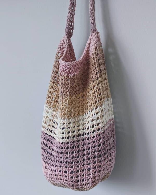 bolsa com faixas coloridas de croche afegao