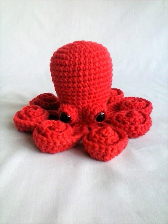 modelo de polvo em croche vermelho