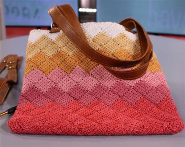 bolsa colorida degrade de croche tunisiano