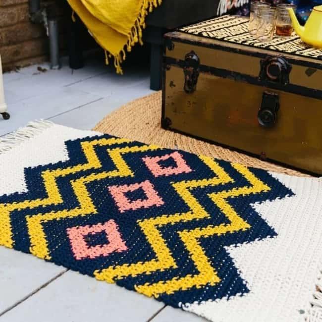 modelo de tapete estampado em croche tunisiano