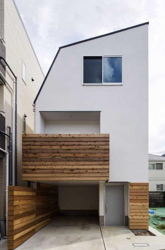 projeto de sobrado moderno pequeno com garagem