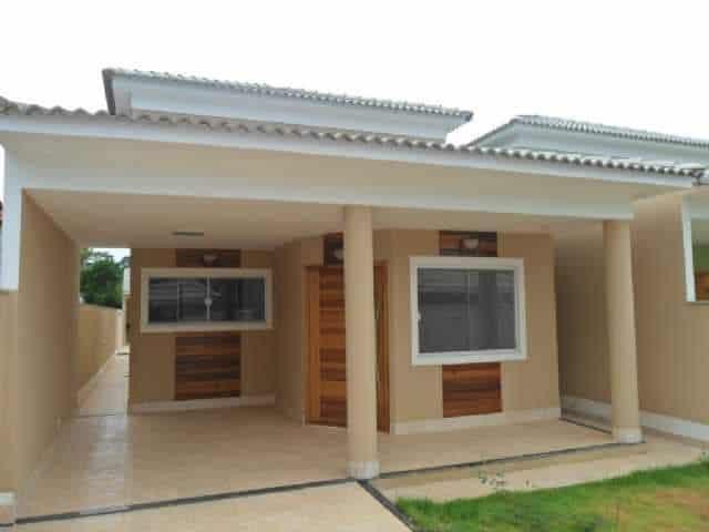 projeto de casa pequena com telhado aparente e garagem