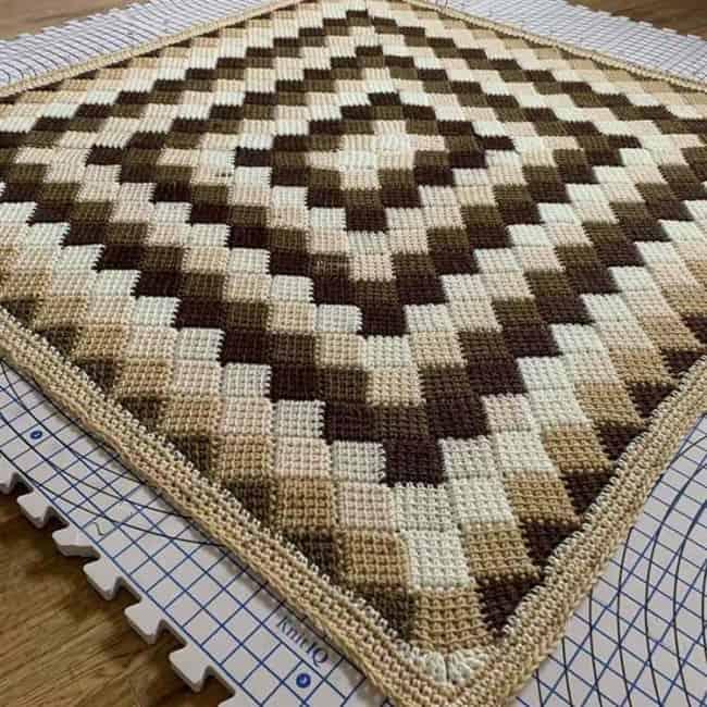 tapete quadrado de croche tunisiano