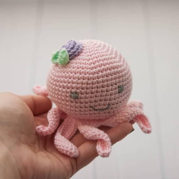 modelo pequeno de polvo de croche estilo amigurumi