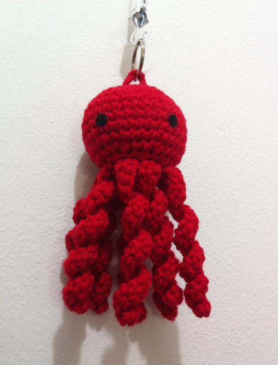 chaveiro de polvo amigurumi vermelho