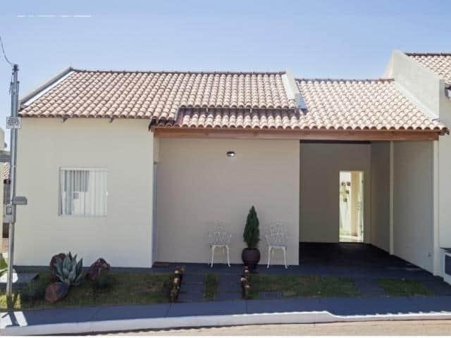 casa terrea pequena com garagem coberta