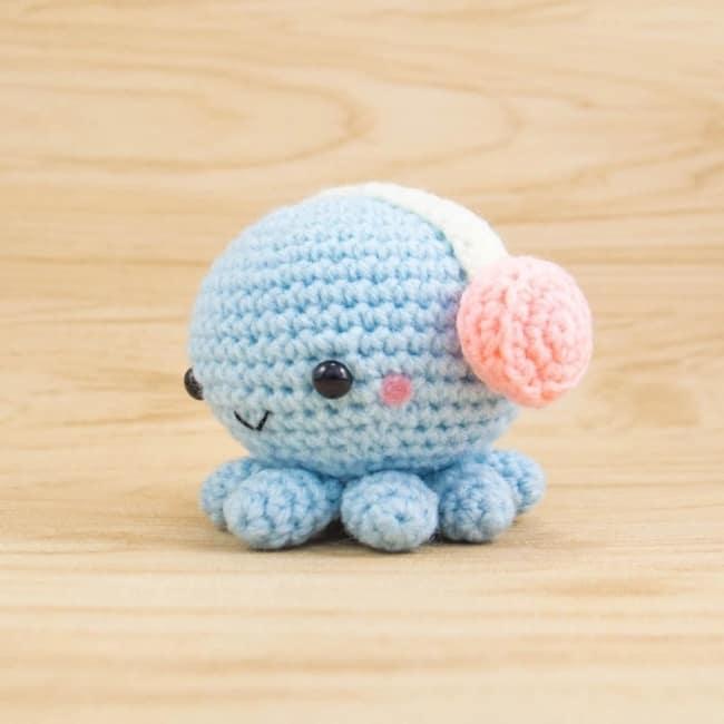 mini polvo de croche azul bebe