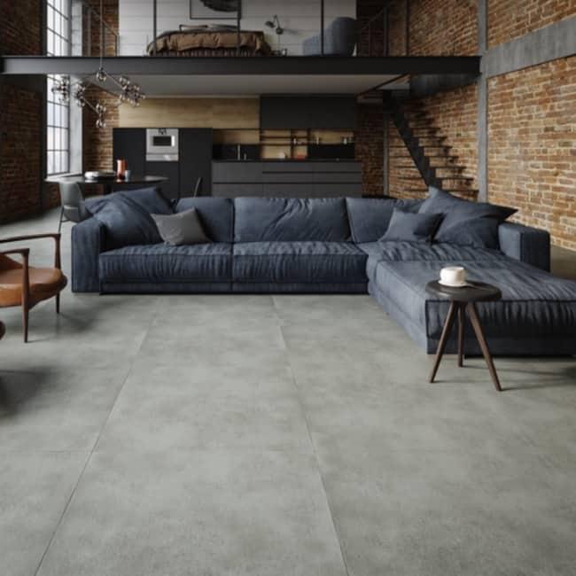 sala estilo industrial com piso que imita cimento queimado
