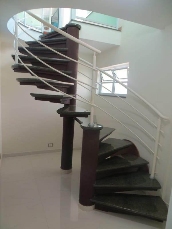 escada pre moldada semi caracol em concreto com granito