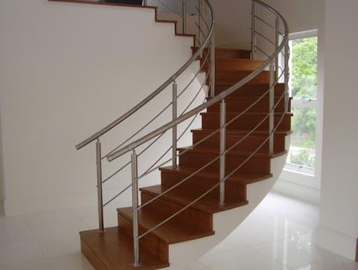 escada pre moldada moderna em formato semi caracol