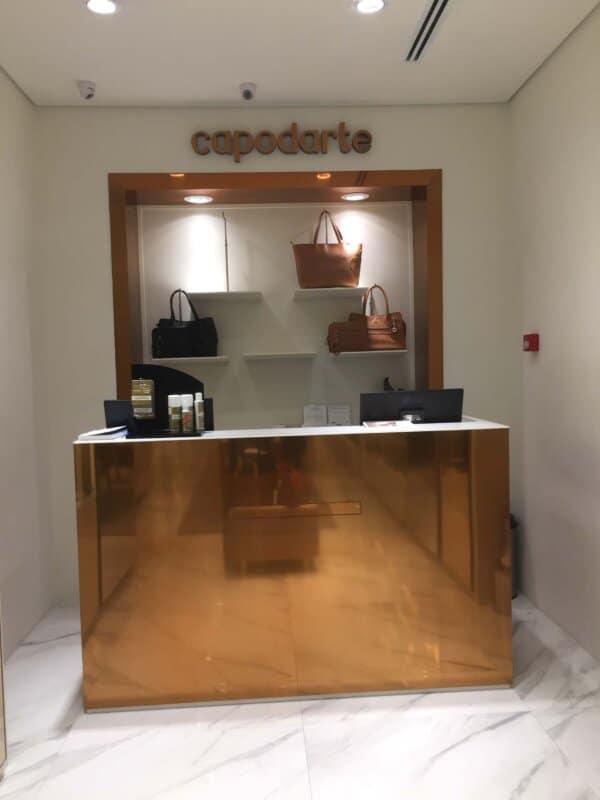 loja de calcados com balcao caixa moderno