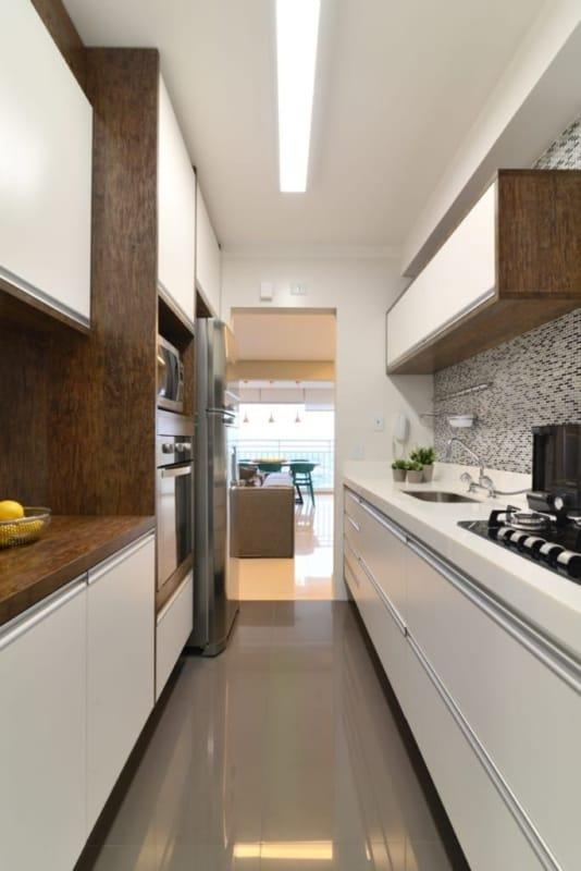 cozinha corredor com forro de gesso
