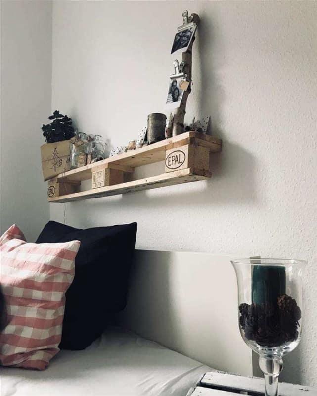 decoracao de quarto com prateleira de pallet