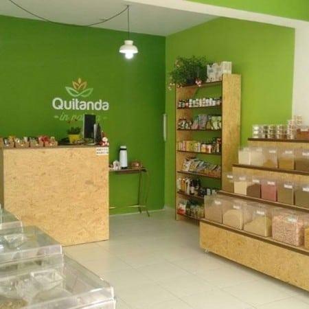 loja de produtos naturais com balcao de compensado