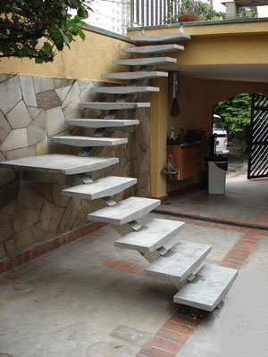 escada externa pre moldada em L