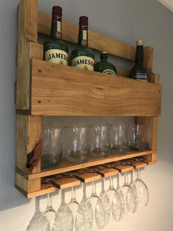 prateleira pequena de pallet para bebidas e tacas