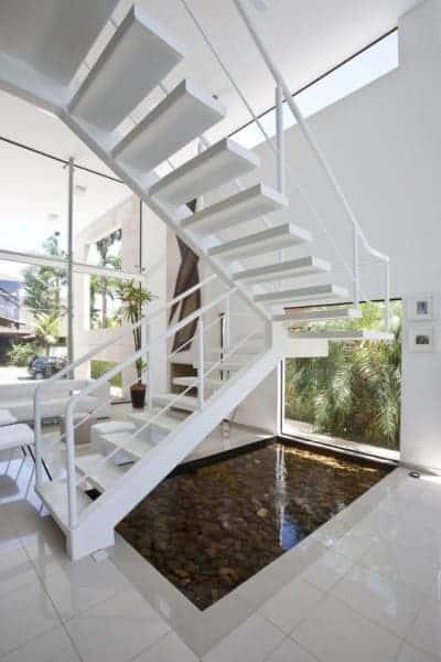 escada pre moldada branca em U