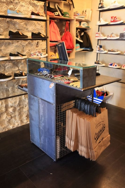 loja com balcao caixa pequeno estilo industrial
