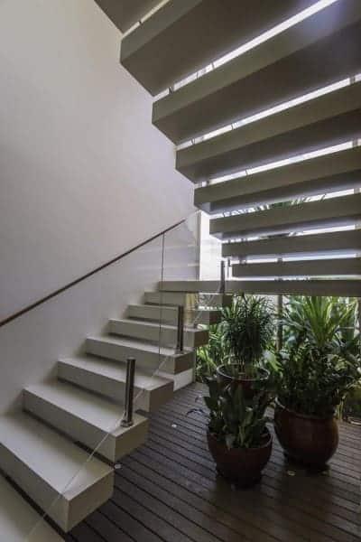 escada pre moldada moderna em U