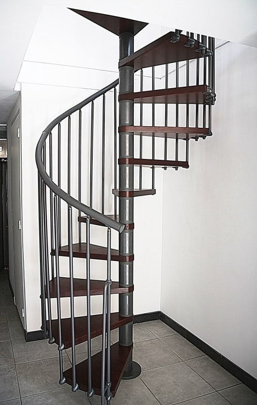 escada caracol pre moldada de ferro