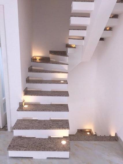 escada pre moldada em U com viga central