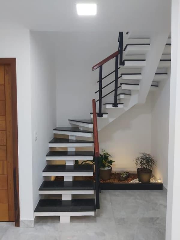 escada em U pre moldada com corrimao