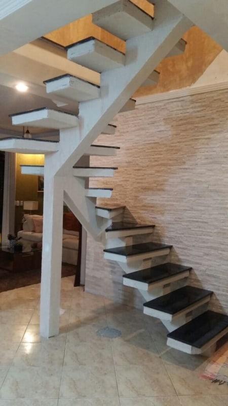 escada de concreto pre moldado em U