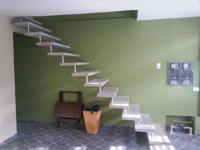 escada reta pre moldada em concreto