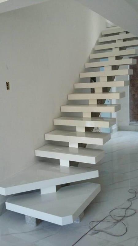 escada reta moderna pre moldada