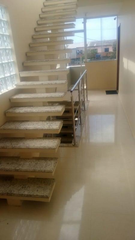 escada pre moldada de concreto com granito