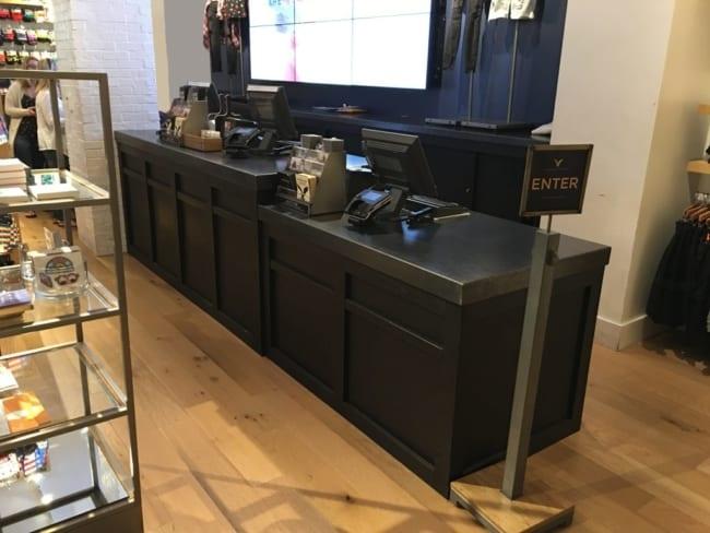loja moderna com caixa balcao preto