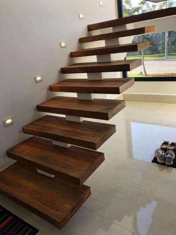 escada pre moldada jacare com degrau de madeira